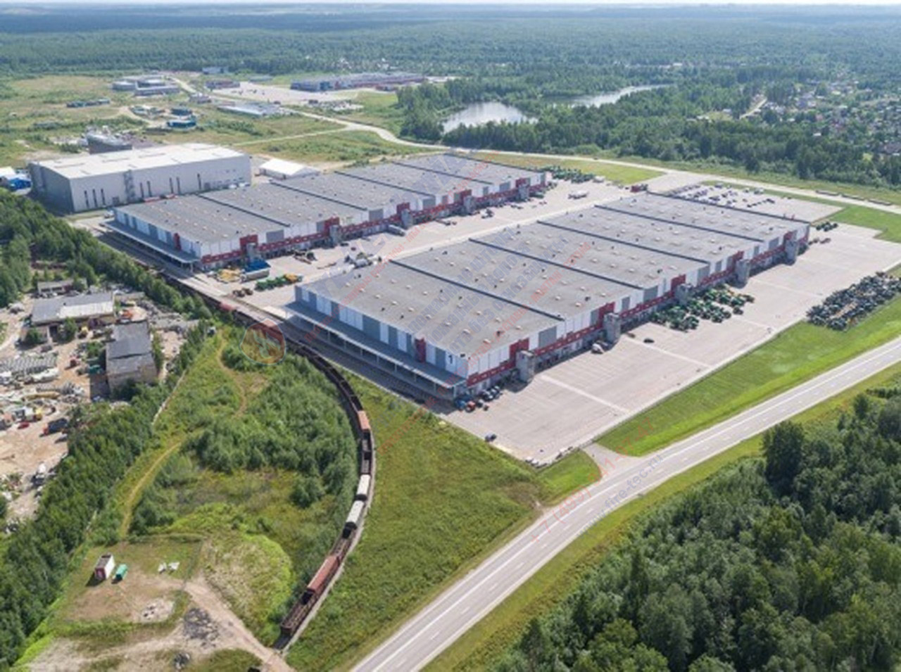 крупный складской комплекс В Петербурге